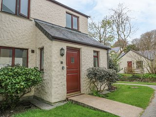 DAISY COTTAGE, WiFi, On-site facilities, Pet-friendly, Falmouth