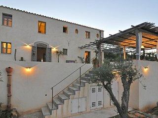 Cefalu Villa Sleeps 8 with Pool and WiFi - 5643845