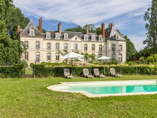 14 bedroom Chateau with Pool and WiFi - 5784168