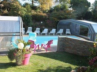 gites de kervillou piscine chauffée et couverte