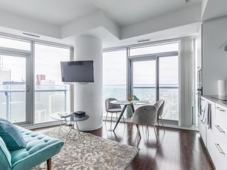 Simply Comfort. Unbeatable 66floor Downtown View
