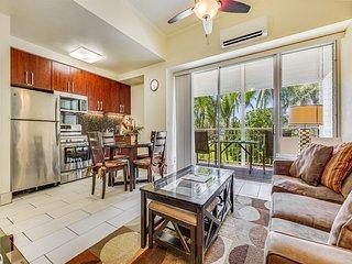 Park & Palm View Condo w/Free WiFi, Kitchen, Washer/Dryer–Waikiki Shore  #212