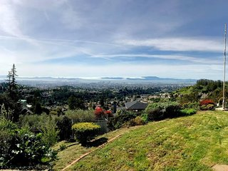 Stunning Bay Views in Oakland Hills - 2br/2ba/3beds