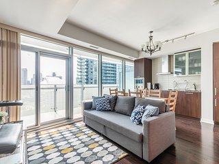 Simply Comfort. Cozy 2 Bedroom with Balcony and CN Tower View