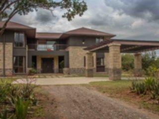 Villa in the Wild, Mount Kenya Wildlife Estate #30, vacation rental in Laikipia County