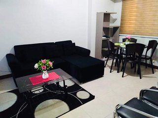 2BR | nr Greenfield District | 50Mbps | Netflix | FreeParking | with Balcony