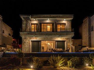 Villa Don Vittorio - Elite seafront ★★★★★ VIP fully-serviced luxury property P4U