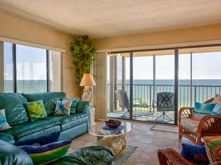 Corner Unit Views. Great Location. Resort Style Pool and the Best Beaches in the
