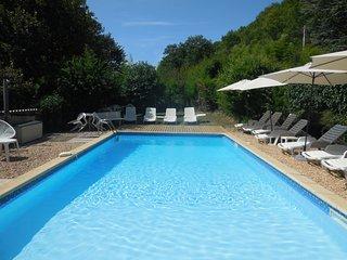 SPA et piscine chauffée et clôturée avec alarme