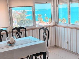 (6A2) Estupendo apartamento amplio elegante  y moderno frontal al mar y con wifi