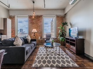 Regal Stays|2 Bedroom|2 Queen Beds|Valet Parking|Walk Score 95/100|Downtown Dall