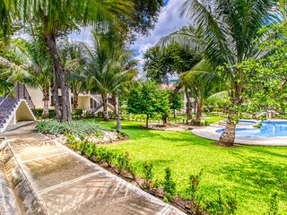 Wonderful, gated oasis in Playas del Coco w/ a shared pool & landscaped grounds