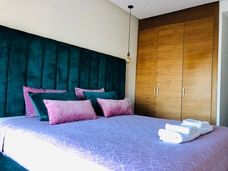 Luxury 3 rooms in the center with free parking