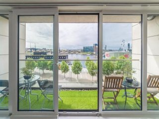 SPECTACULAR WATER VIEW 2 Bedroom, 2 Bathroom - EXCEL LONDON
