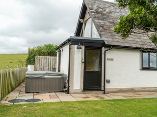Snowdrop Cottage - Fabulous one-bedroom cottage with an outdoor hot tub.