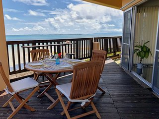 Oceanfront wide terrace, let enjoy a BBQ!!  2 bed room+tatami room
