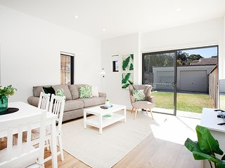 Enjoy Sea Breezes At Sunny Apartment In Bondi