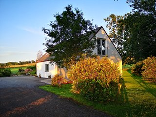 Stylish 2 bedroom house in rural yet accessible location