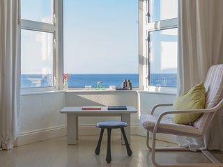 Ocean Facing End-of-Terrace home - sea view, Atlantic swimming, sun and storms