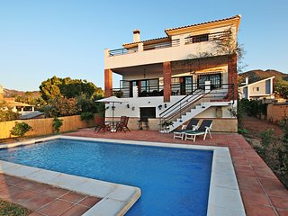Villa Lendinez 10 People ❤️ POOL + VIEWS + PARKING ❤️