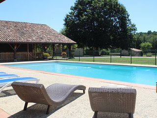 Gite de 16 personnes, avec piscine.