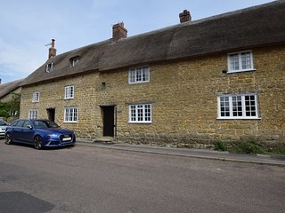 76433 Cottage situated in Bridport (2mls NE)