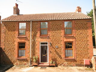 Victoria House (Old Mill) wifi, pet friendly with parking in central Heacham