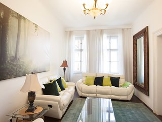 Three bedroom apartment for 10 people next to Wenceslas square by easyBNB