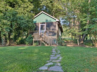 NEW! 'Heartwood Cottage' 2mi to Blue Ridge Parkway