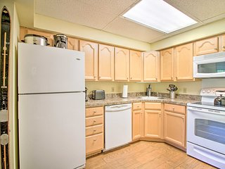 Killington Resort Condo w/Hot Tub, Walk to Slopes!