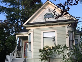 3 Bdrm, 2 Ba Newly Restored Victorian Charmer Close to Everything