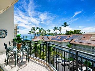 Large spacious condo w/vaulted ceilings in the heart of Kailua-Kona. Kona Alii 5