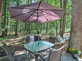 Waterfront Panther Pond Cottage w/ Deck+Grill