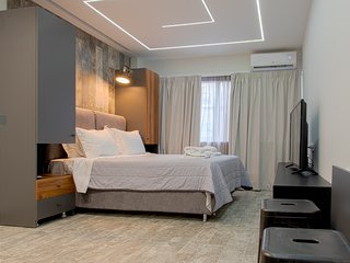Kouros Suite - Stylish & Modern in the Center of Athens