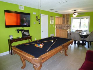 Orlando Area 2BR/1BA Duplex near New City pool, Jacuzzi Disney Universal Daytona