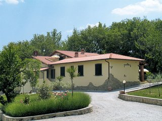 Podere Monte Lucci Holiday Home Sleeps 8 with Pool and WiFi - 5655303