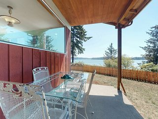 NEW LISTING! Dog-friendly house w/ bay view, large yard, close to the Bayfront!