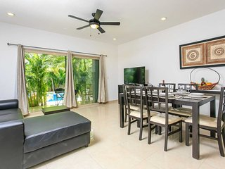 Real zama Tranquil pool-view condo for 4