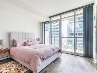 Simply Comfort. Romantic 28 Floor Studio Bremner Blvd
