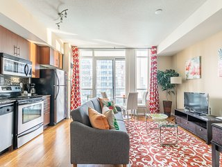 Simply Comfort. Stylish Apartment. CN Tower View