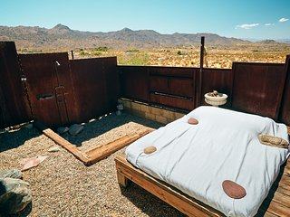 Sacred Sands - Joshua Tree Luxury Oasis and Retreat - Jade Room