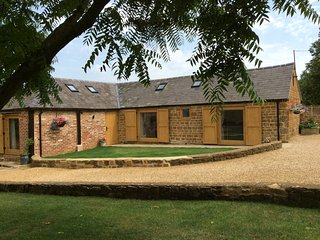 Luxury Barn conversion in tranquile Warwickshire village