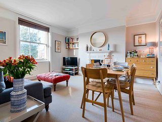 Light and Trendy Shepherd's Bush Apartment - LCP