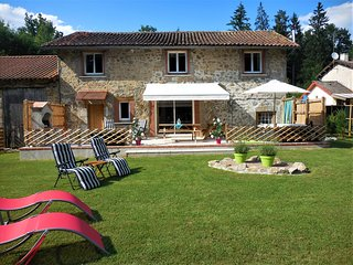 Les Montades Gite - Tranquil haven in the Perigord National Park