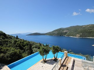 Lefkada Villa Mikros. Spectacular location & pool. Walk to beach. Mikros Gialos.