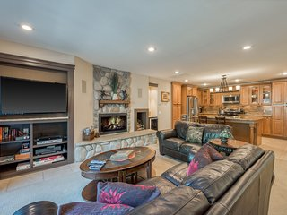 Luxurious, upscale condo w/ shared pool - walk to the lake, near the slopes!
