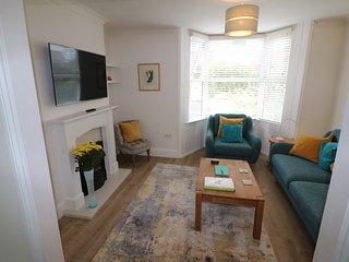 Holmdale House-Fabulous spacious town centre house short walk to beach and shops