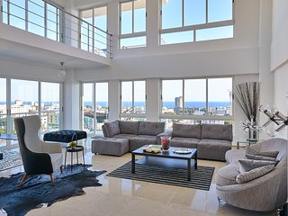 Alpha III PH2 · Majestic PH w/ocean view in city center SDQRentals