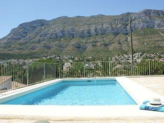 Coqueta villa de vacaciones para 4 personas con piscina y preciosas vistas