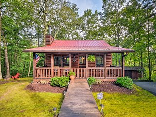 Blue Ridge Cabin w/Private Hot Tub & Fire Pit